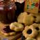 Μπισκότα γεμιστά με μαρμελάδα Άγριου Δαμάσκηνου με καρύδια και παλαιωμένο μπράντυ